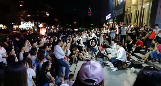 Evening entertainment on Quancheng Lu